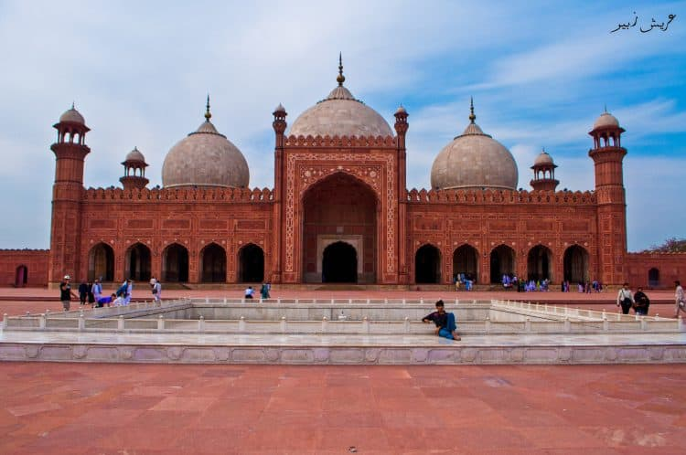 Immense Badshahi Mosque with its 4 minarets